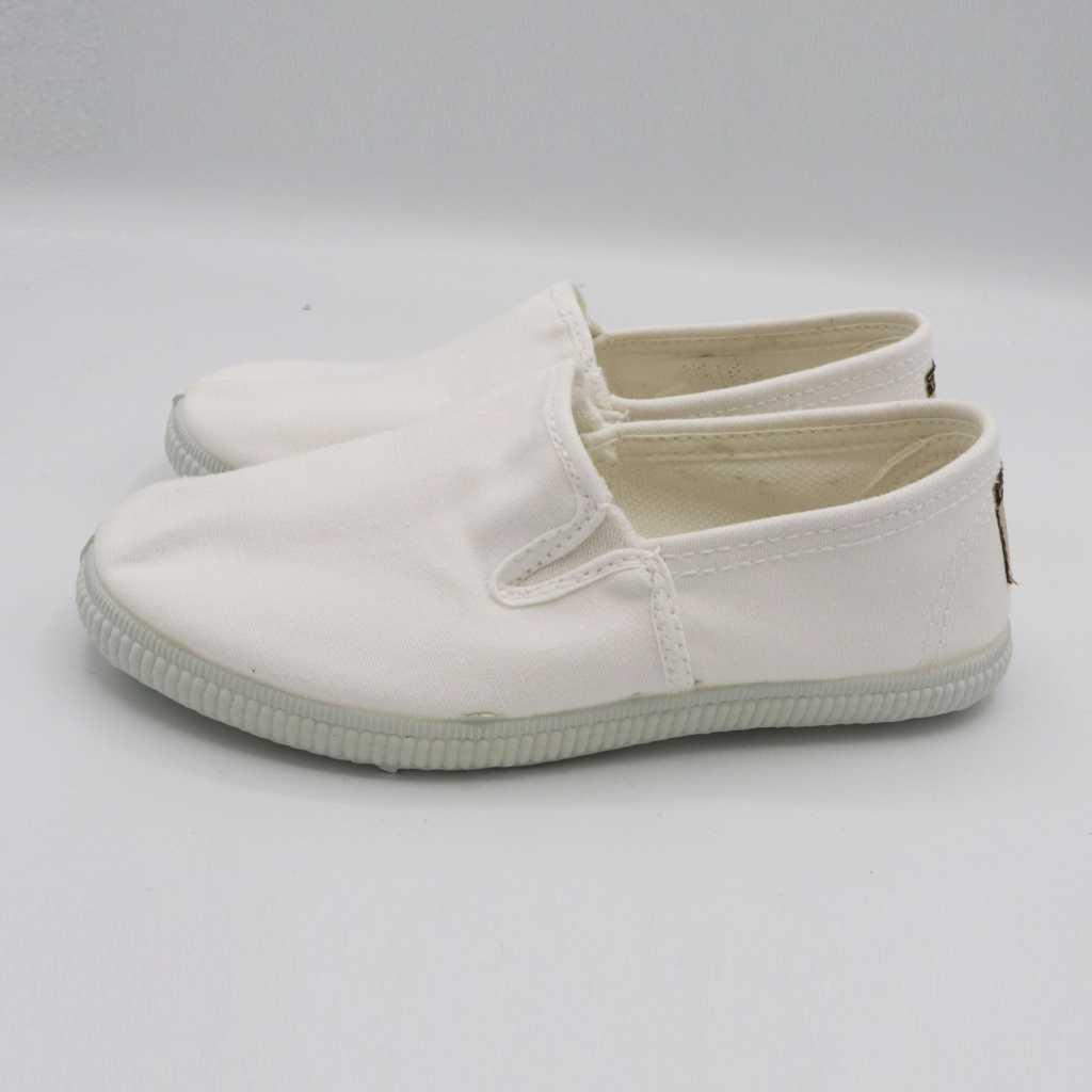 Espadrile albe ușoare și comode