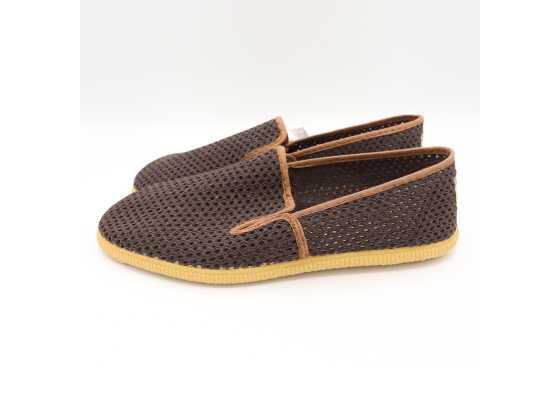 Pantofi slip on maro cu model plasă
