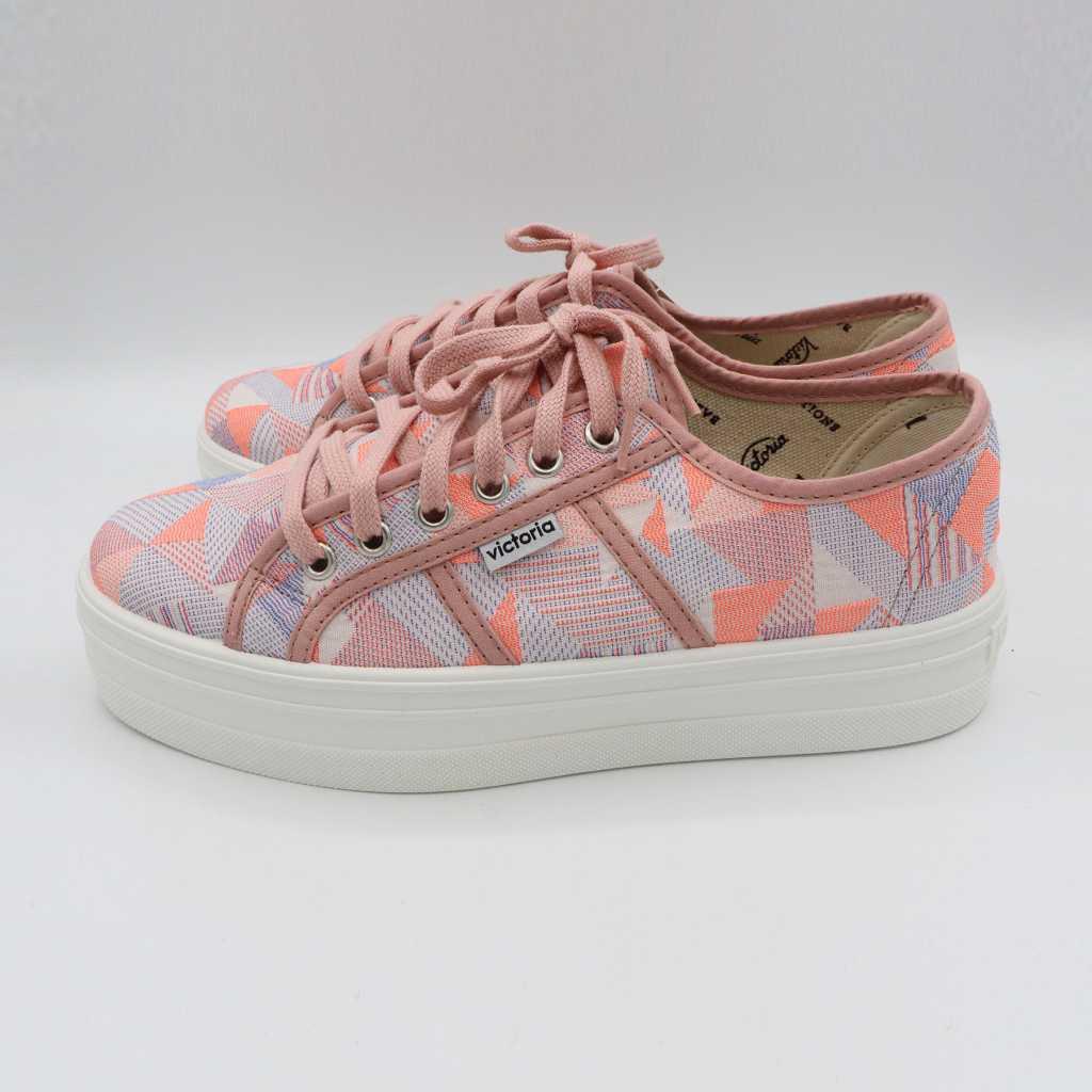 Teniși colorați cu modele geometrice roz și platformă