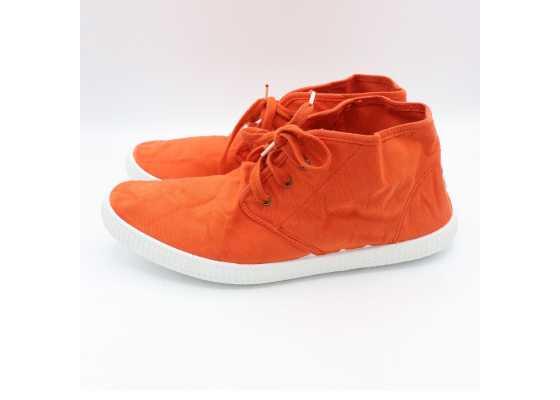 Teniși înalți portocalii