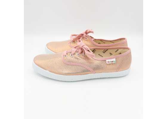 Teniși roz strălucitor