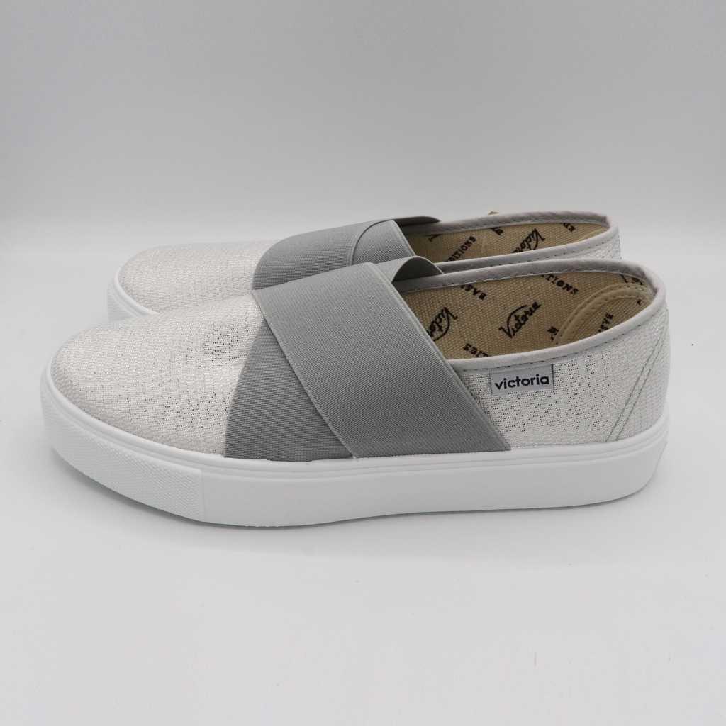 Pantofi slip on albi cu fire argintii